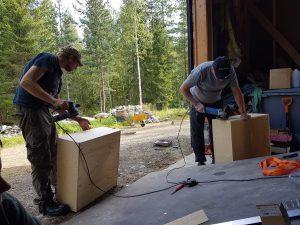 Fribeegolf-laatikkosepät työssään